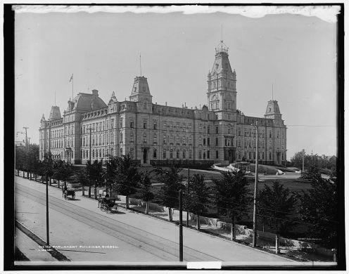 Le Parlement, entre 1890 et 1901. / Parliament Buildings, Quebec